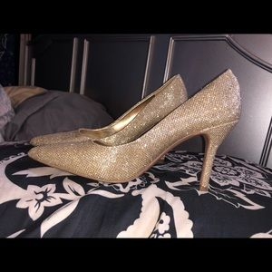 NINE WEST! Gold Sparkle Heels.